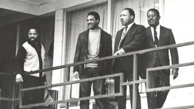King's final minutes, on the second floor balcony of the Lorraine Motel